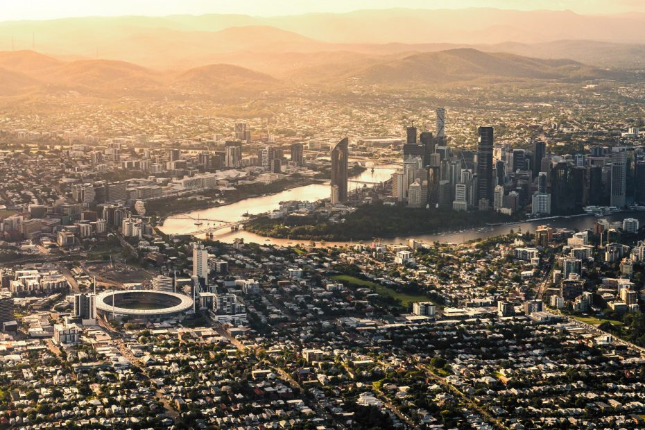 golden-glow-view-of-brisbane-from-above_t20_E0LGV8